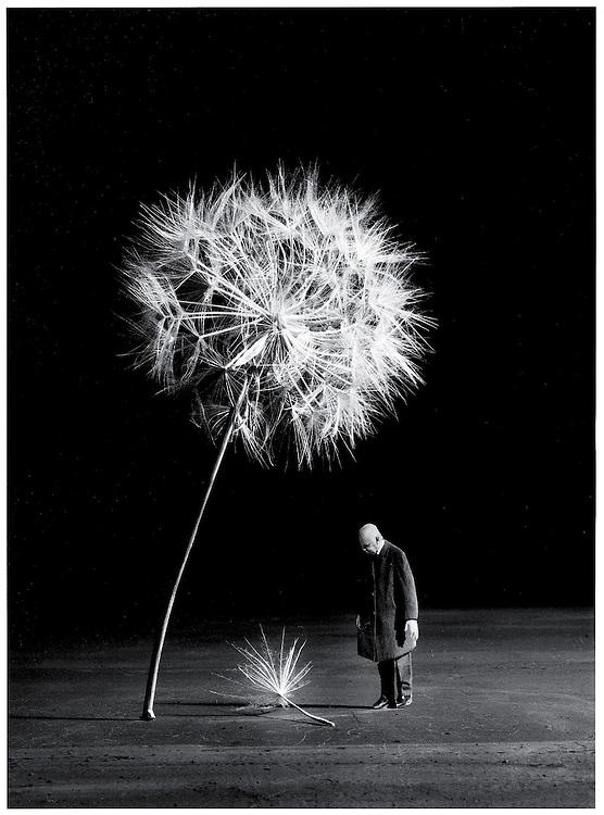 Gilbert Garcin<br /> Lorsque le vent viendra, 2007. Courtesy galerie Les filles du calvaire, Paris.<br /> -----<br /> Gilbert Garcin<br /> When the Wind Will Come, 2007. Courtesy of Les filles du calvaire gallery, Paris.