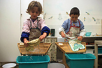 "Nel quartiere di San Lorenzo, a Roma il 6 gennaio 1907, Maria Montessori inaugura la prima ""Casa del bambino"" . ""Aiutami a fare da solo"" è lo slogan del metodo montessoriano..In the district of San Lorenzo in Rome in January 6th, 1907, Maria Montessori inaugurated the first ""Children's House"". ""Help me to do alone"" is the slogan of the Montessori method..Bambini nella scuola mentre giocano e imparano. Children  learn while playing in school...."