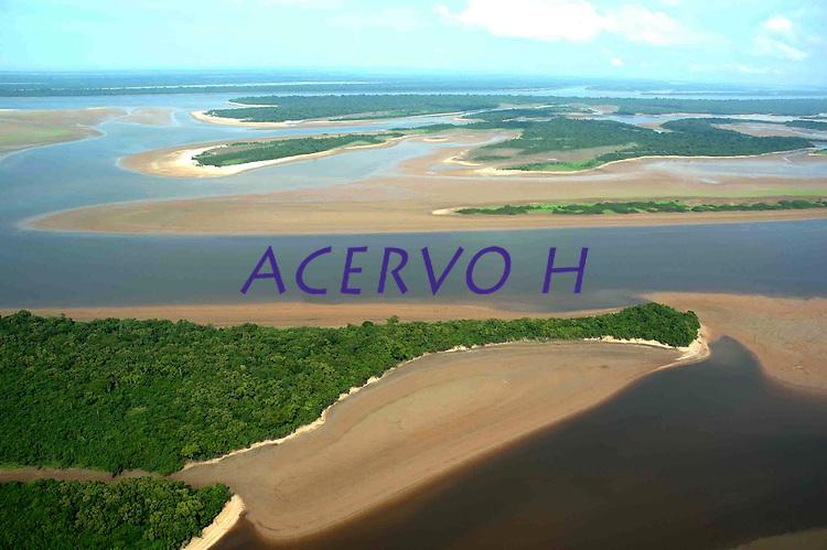 """ReduÁ""""o de volume d·gua, uma das dezenas regiıes  atingidas pela seca em uma das maiores estiagens dos ˙ltimos 60 anos nos rios tribut·rios do Amazonas.<br /> 13/10/2005<br /> Anam"""",Amazonas, Brasil.<br /> Foto Ricardo Oliveira/Interfoto"""