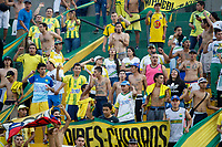 BUCARAMANGA-COLOMBIA ,02 -05-2019. Hinchas del Atlético Bucaramanga ante el Unión Magdalena.Acción de juego entre los equipos Atlético Bucaramanga y el  Unión Magdalena  durante partido por la fecha 19 de la Liga Águila I 2019 jugado en el estadio Alfonso López de la ciudad de Bucaramanga./ Fans of Atletico Bucaramanga against of Union Magdalena. Action game between  Atletico Bucaramanga and  Union Magdalena during the match for the date 19 of the Aguila League I 2019 played at Alfonso Lopez  stadium in Bucaramanga city. Photo: VizzorImage/ Oscar Martínez / Contribuidor