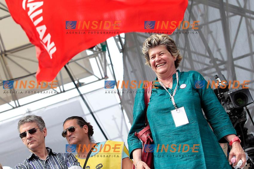 Susanna Camusso saluta<br /> Roma 22/06/2013 Corteo Manifestazione dei sindacati riuniti CGIL, CISL E UIL.<br /> Photo Samantha Zucchi Insidefoto