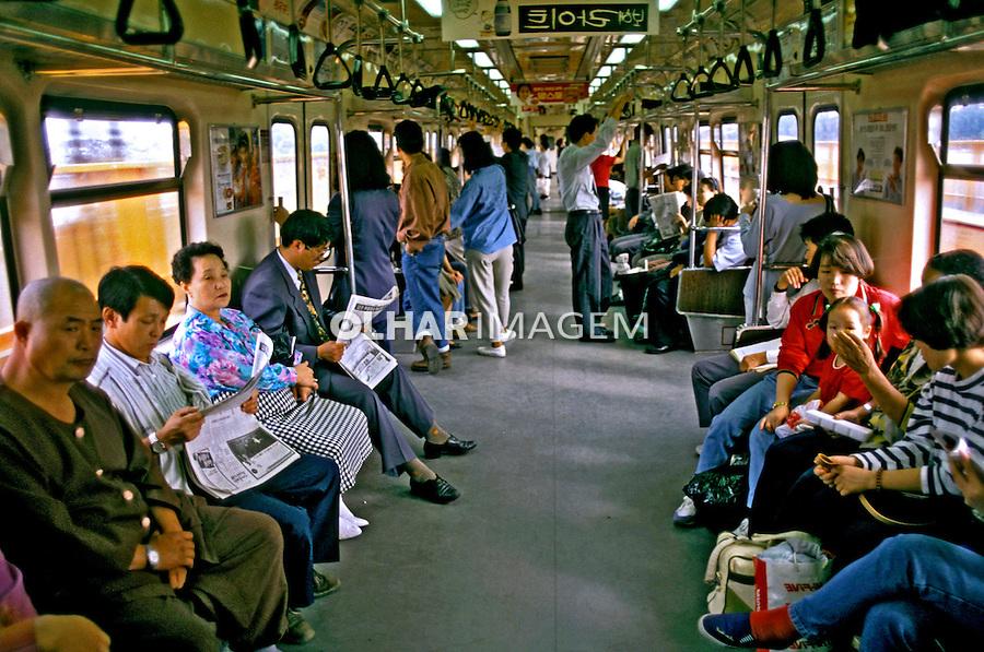 Transporte em metrô. Seul. Coréia do Sul. 1999. Foto de Ricardo Azoury.