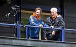 DEN HAAG - Manager Joof Verhees met Alexander Cox (l) , tijdens de trainingswedstrijd Nederland-Argentinie (1-2). COPYRIGHT KOEN SUYK