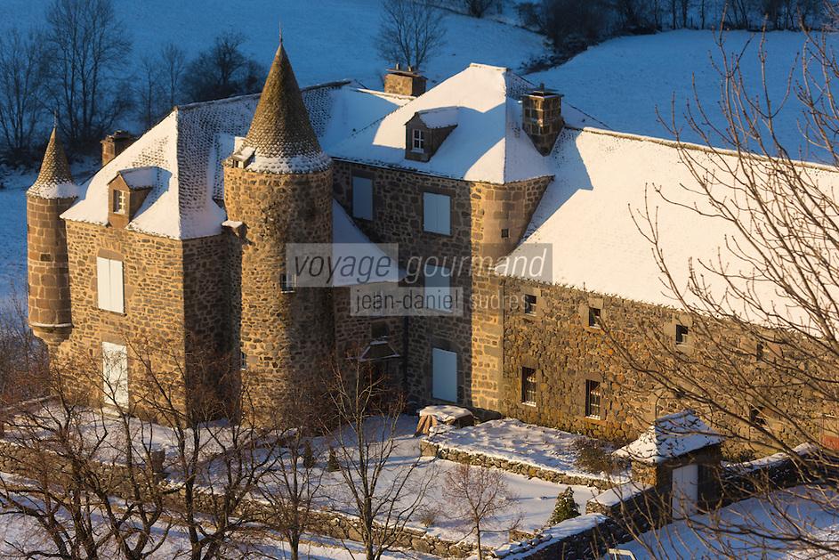 Europe, France, Auvergne, Cantal (15), env de Paulhac:  Planèze de Saint-Flour, Château de Bélinay   //  Europe, France, Auvergne, Cantal, near Paulhac:  Saint Flour planeze, fifteenth century castle Belinay