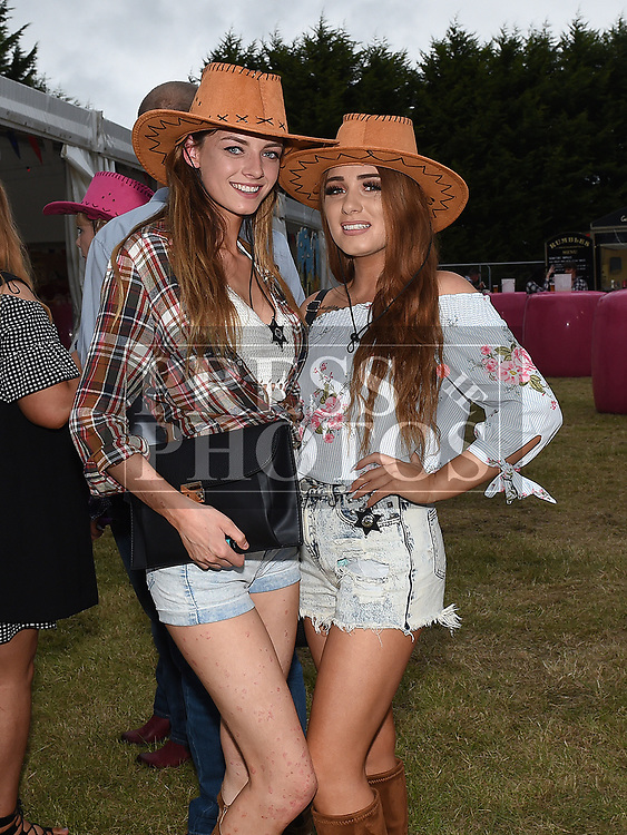 Gina Fox and Shauna Guild at the Big Country night in Cushinstown Athletic Club in aid of the Oncology Unit at Our Lady of Lourdes Hospital. Photo:Colin Bell/pressphotos.ie