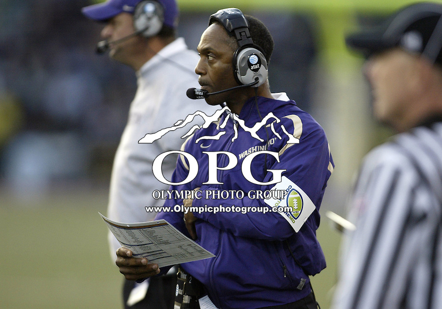October 25, 2008:   Washintgon head coach Tyrone Willingham watches from the sidelines against Notre Dame.  Notre Dame defeated Washington 33-7 at Husky Stadium in Seattle, Washington.
