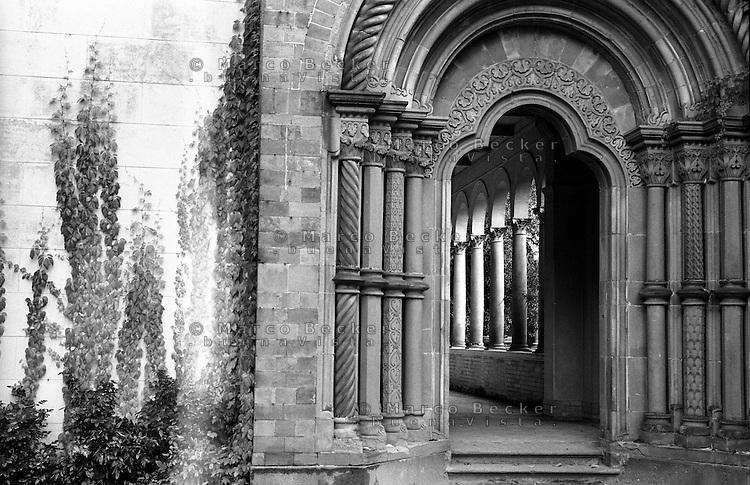 Potsdam, parco di Sanssouci. Portale di Heilsbronn,  Chiesa della Pace --- Potsdam, Sanssouci Park. Heilsbronn Portal, Church of Peace
