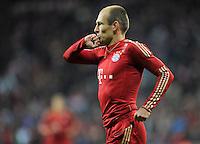 FUSSBALL   1. BUNDESLIGA  SAISON 2011/2012   15. Spieltag   03.12.2011 FC Bayern Muenchen - SV Werder Bremen        HANDKUSS; JUBEL Torschuetze  Arjen Robben (FC Bayern Muenchen)