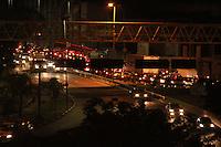 SÃO PAULO 03 DE MAIO DE 2013.Transito lento nessa noite de sexta feira dia 03, na Avenida tancredo Neves, sentido Rodovia Anchieta.FOTOS:MICHELLE SPREA/BRAZILPHOTOPRESS