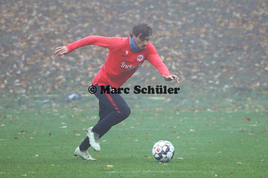 Chico Geraldes (Eintracht Frankfurt) - 14.11.2018: Eintracht Frankfurt Training, Commerzbank Arena, DISCLAIMER: DFL regulations prohibit any use of photographs as image sequences and/or quasi-video.