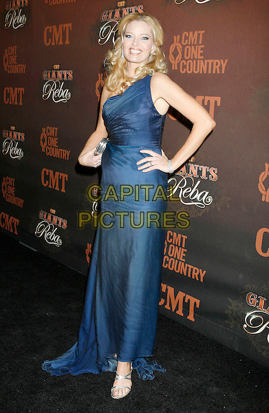 "MELISSA PETERMAN.Arrivals at ""CMT Giants"" Honoring Reba McEntire held at the Kodak Theatre, Hollywood, LA, California, USA,.26 October 2006..full length blue dress one shoulder hand on hip.Ref: ADM/RE.www.capitalpictures.com.sales@capitalpictures.com.©Russ Elliot/AdMedia/Capital Pictures."