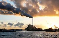 Nederland Amsterdam  2017.  Noordzeekanaal. De haven van Amsterdam. De kolencentrale van Nuon aan de Hemweg. Foto Berlinda van Dam / Hollandse Hoogte
