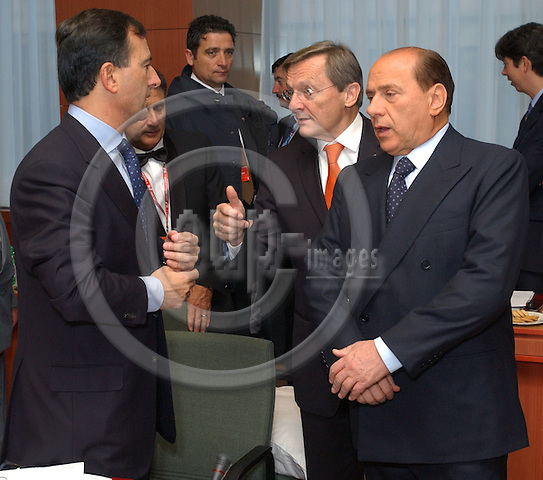 Brussels-Belgium - October 17, 2003---European Council, second day: the President of the European Council and Prime Minister of Italy, Silvio Berlusconi (ri), with his Minister for Foreign Affairs, Franco FRATTINI (le), and the Federal Chancellor of Austria, Wolfgang SCH?SSEL (Schuessel) (ce), at the beginning of the meeting in the 'Justus Lipsius' - seat of the Council of the European Union in Brussels---Photo: Horst Wagner/eup-images