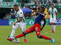 MEDELLIN - COLOMBIA, 22-02-2020: Larry Angulo del Medellín disputa el balón con Jarlan Barrera de Nacional durante partido por la fecha 6 entre Deportivo Independiente Medellín y Atlético Nacional como parte de la Liga BetPlay DIMAYOR I 2020 jugado en el estadio Atanasio Girardot de la ciudad de Medellín. / Larry Angulo of Medellin vies for the ball with Jarlan Barrera of Nacional during atch for the date 6 between Deportivo Independiente Medellin and Atletico Nacional as a part BetPlay DIMAYOR League I 2020 played at Atanasio Girardot stadium in Medellin city. Photo: VizzorImage / Donaldo Zuluaga / Cont