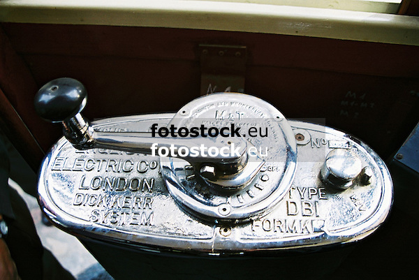 cranc arm in the tramway engine of the cable car of S&oacute;ller<br /> <br /> manivela en la locomotora de la tranv&iacute;a de S&oacute;ller<br /> <br /> Kurbel im Triebwagen der Stra&szlig;enbahn von S&oacute;ller<br /> <br /> 1840 x 1232 px<br /> 150 dpi: 31,16 x 20,86 cm<br /> 300 dpi: 15,58 x 10,43 cm