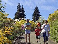 Switzerland, Ticino, Carona: walking at Botanical Park San Grato | Schweiz, Tessin, Carona: Freizeit im Botanischen Park San Grato - Spaziergang