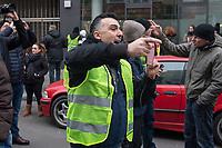 """Ca. 800 Menschen folgten am Samstag den 17. Februar 2018 in Berlin dem Aufruf der AfD-Frau Leyla Bilge zu einem sog. """"Marsch der Frauen"""". Sie demonstrierten gegen Zuwanderung und Fluechtlinge, die """"nur nach Deutschland kommen um hier Frauen zu schaenden"""" so einige Teilnehmer.<br /> Der rechte Aufmarsch wurde nach 750 Metern durch Strassenblockaden von ca. 2.000 Menschen gestoppt. Leyla Bilge weigerte sich als Anmelderin drei Stunden lang den blockierten  Aufmarsch zu beenden und forderte von der Polizei die Blockaden zu raeumen. Ein Raeumungsversuch der Polizei scheiterte, da es zu viele Menschen waren, die auf der Strasse sassen.<br /> Nach drei Stunden beendete Bilge den Aufmarsch. Die Demosntranten, unter ihnen etliche Neonazis, sog. """"Identitaere"""" und AfD-Politiker zogen darauf ab und griffen dabei Gegendemosntranten und Polizeibeamte an. Mehrere Personen wurden festgenommen. Ein Teil fuhr zum Kanzleramt, dem urspruenglichen Ziel des Aufmarsches.<br /> Im Bild: Sebastiano Graziani, in Deutschland lebender italienischer Rechtsextremist als einer der Ordner des Aufmarasches. Graziani tritt auf Pegida und den rechtextremen Hogesa-Aufmaerschen (Hooligans gegen Salafismus) als Redner auf.<br /> 17.2.2018, Berlin<br /> Copyright: Christian-Ditsch.de<br /> [Inhaltsveraendernde Manipulation des Fotos nur nach ausdruecklicher Genehmigung des Fotografen. Vereinbarungen ueber Abtretung von Persoenlichkeitsrechten/Model Release der abgebildeten Person/Personen liegen nicht vor. NO MODEL RELEASE! Nur fuer Redaktionelle Zwecke. Don't publish without copyright Christian-Ditsch.de, Veroeffentlichung nur mit Fotografennennung, sowie gegen Honorar, MwSt. und Beleg. Konto: I N G - D i B a, IBAN DE58500105175400192269, BIC INGDDEFFXXX, Kontakt: post@christian-ditsch.de<br /> Bei der Bearbeitung der Dateiinformationen darf die Urheberkennzeichnung in den EXIF- und  IPTC-Daten nicht entfernt werden, diese sind in digitalen Medien nach §95c UrhG rechtlich geschuetzt. Der Urhebervermerk"""