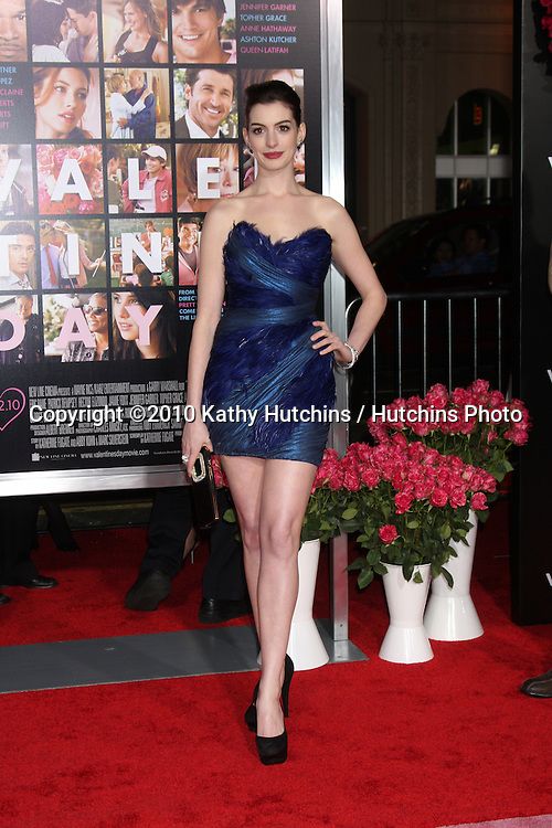 Anne Hathaway.arrivng at the Valentine's Day World Premiere.Grauman's Chinese Theater.Los Angeles, CA.February 8, 2010.©2010 Kathy Hutchins / Hutchins Photo....
