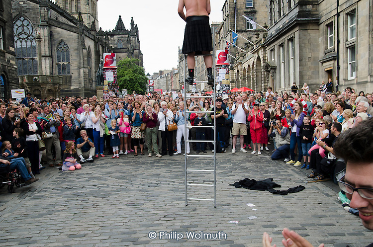 A street performer on a ladder in theRoyal Mile during the Edinburgh Festival.