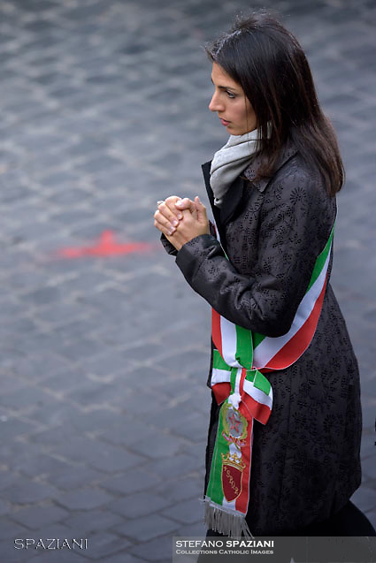 The mayor of Rome, Virginia Raggi,Pope Francis  prayer ceremony during the traditionnal visit to the statue of Mary on the day of the celebration of the Immaculate Conception et Piazza di Spagna (Spanish Square) on December 8, 2017