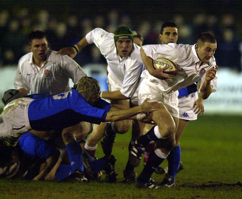 Photo. Richard Lane. .England A v Italy A at Goldington Road, Bedford. 16/2/2001.Steve Borthwick breaks from the pack.