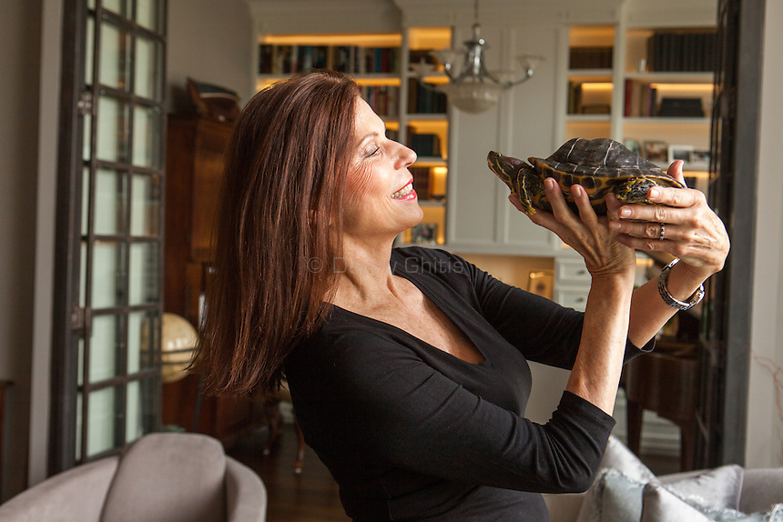 Kiono Thomas with her turtle Lucy on the Upper East Side. <br /> <br /> Danny Ghitis for The New York Times
