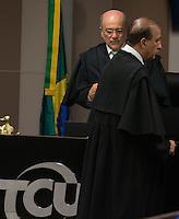 BRASILIA, DF, 07.10.2015 - TCU-CONTAS -  O presidente do TCU, Aroldo Cedraz, de frente e o ministro relator da materia, Augusto Nardes (D), durante sessão para análise das contas públicas do Governo da presidente Dilma Rousseff de 2014, nesta quarta-feira, 07.(Foto:Ed Ferreira / Brazil Photo Press)