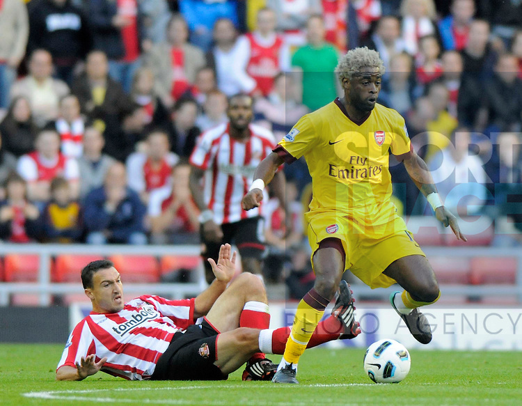 Arsenal's Alex Song avoids a challenge from Sunderland's Steed Malbranque.