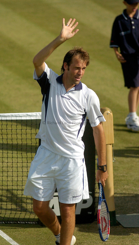 Photo. Glyn Thomas. .Nottingham Open Tennis, day 2..15/06/2004..Greg Rusedski acknowledges the applause of the crowd after his first round win over Karol Kucera.