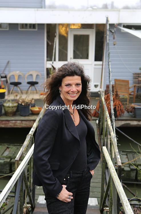 Foto: VidiPhoto..ARNHEM - Portret van Carla Zwierstra uit Arnhem, manager van de Nationale Bakkerij Academie. De NBA is een nieuw opleidingsinstituut voor voor brood- en banketsector..