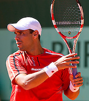 Alejandro FALLA (COL) against Lukasz KUBOT (POL)  in the 3rd round of the men's singles. Alejandro Falla beat Lukasz Kubot 6-7 6-4 7-5 6-4..Tennis - Grand Slam - French Open - Roland Garros - Paris - Day 7 -  Sat May 28th 2011..© AMN Images, Barry House, 20-22 Worple Road, London, SW19 4DH, UK..+44 208 947 0100.www.amnimages.photoshelter.com.www.advantagemedianetwork.com.