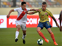 LIMA,PERÚ,09-06-2019:Mateus Uribe jugador de Colombia disputa el balon Jesus Pretell jugador del Perú durante   partido amistoso de preparación para la Copa América de Brasil 2019 jugado en el estadio Monumental de Lima la ciudad de Lima./Mateus Uribe player of Colombia fights the ball against of Jesus Pretell player of Peru team during a friendly match in preparation for the 2019 Copa América of Brazil played at Lima's Monumental Stadium in Lima. Photo: VizzorImage / Cristian Alvarez / FCF