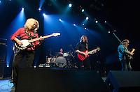 """SAO PAULO, SP, 22 DE JUNHO DE 2013 - LOVEDRIVE REUNION TOUR - Ex integrantes da banda alemã Scorpions Michael Schenker (guitarra),  Herman Rarebell (bateria), Francis Buchholz (Baixo) se juntaram a Doogie White (vocais) e Wayne Findlay (teclados) e realizaram um show da turnê de reencontro """"LOVEDRIVE REUNION TOUR"""" na noite deste sabado (22) no HSBC Brasil em São Paulo. FOTO: LEVI BIANCO - BRAZIL PHOTO PRESS"""