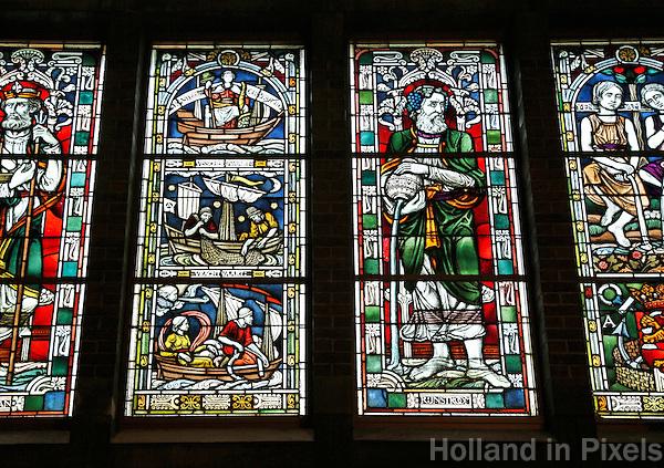 Nederland Amsterdam 2015.  Interieur van de Beurs van Berlage. Open Monumentendag. Gebrandschilderde ramen.