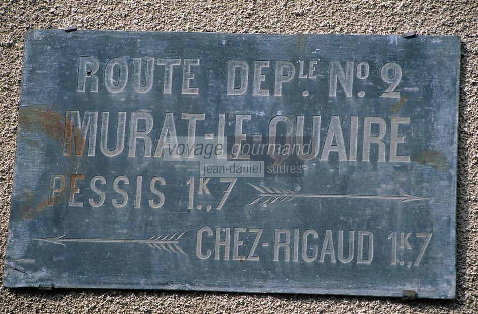 Europe/France/Auvergne/63/Puy-de-Dôme/Parc Naturel Régional des Volcans/Murat-le-Quaire: Détail d'un vieux panneau d'indication
