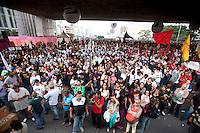 SÃO PAULO, SP, 22.05.2015: PROFESSORES-SP - Professores da rede estadual realizam assembleia no vão-livre do Masp, na região central de São Paulo, nesta sexta-feira, 22. (Foto: Gabriel Soares/Brazil Photo Press)