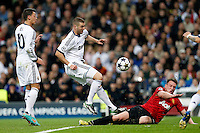 Real Madrid's Mesut Ozil (l) and Karim Benzema (c) and Manchester United's Phil Jones during Champions League 2012/2013 match.February 12,2013. (ALTERPHOTOS/Alfaqui/Cesar Cebolla) /NortePhoto