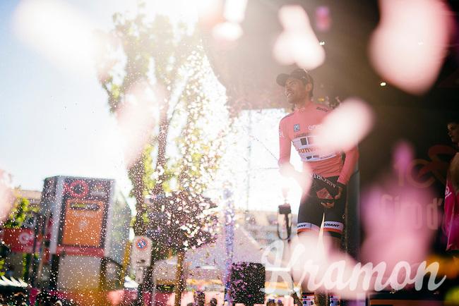 Tom Dumoulin's (NED/Sunweb) pink champagne shower routine<br /> <br /> 100th Giro d'Italia 2017<br /> Stage 13: Reggio Emilia &rsaquo; Tortona (167km)