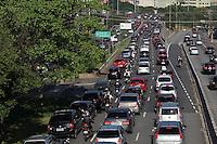 SAO PAULO, SP, 18-02-2013, TRANSITO .  Muito transito na Radial Leste sentido centro de Sao Paulo, na regiao da Mooca nessa Segunda-feira (18),  Luiz Guarnieri/ Brazil Photo Press.