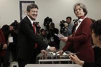 Jean Luc Melenchon durante il voto.22/04/2012  Parigi -  Voto del candidato del partito del Front de Gauche, per le elezioni presidenziali..Foto Insidefoto / Panoramic .ITALY ONLY