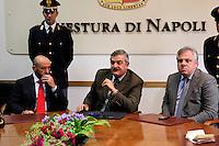 Insediamento del nuovo Questore di Napoli dott Guido Maria Marino<br /> nella foto il capo Digos Filippo Bonfiglio , questore Guido Maria Marino il capo squadra mobile Ferdinando Rossi