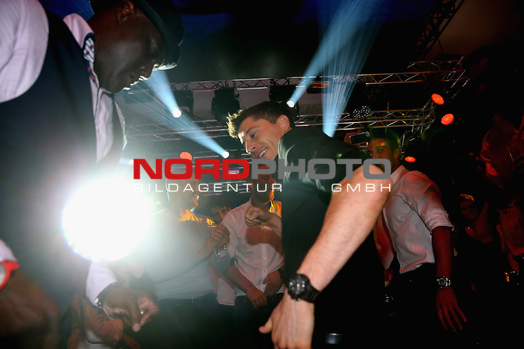 23.05.2015, Postpalast, Muenchen, FC Bayern Muenchen - German Championship Celebrations, im Bild   Robert Lewandowski dances during the FC Bayern Muenchen Bundesliga Champions Dinner at Postpalast Foto © nordphoto