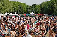 Drukte bij het Bevrijdingsfestival in Utrecht