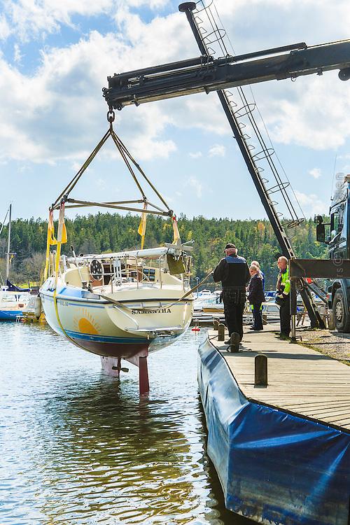 Sjösättning vid Norets båtklubb vid Tyresö-Brevik