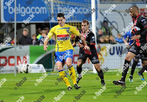 2012-10-13 / Voetbal / seizoen 2012-2013 / KVC Westerlo - FC Brussels / Nick Van Belle (Westerlo) aan de bal..Foto: Mpics.be