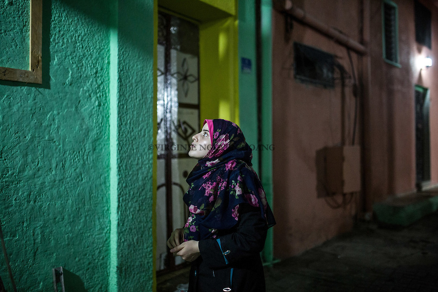 GAZA, Zaytoun: Ma&iuml;s is a 20 years old young woman of the neighbourhood that helps Mohammed al Saedy with his initiative. She's very involved into it.   16/08/15<br /> <br /> GAZA , Zaytoun : Ma&iuml;s est une jeune femme de 20 ans qui habite le quartier et  aide Mohammed Al Saedy dans son initiative. Elle est tr&egrave;s impliqu&eacute;e. 16/08/15