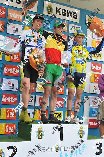 2010-05-30 / wielrennen / BK 2010 Geel / junioren / het podium : nr 1 : Jasper De Buyst , nr 2 : Ruben Geerinckx , nr 3 : Emiel Vermeulen