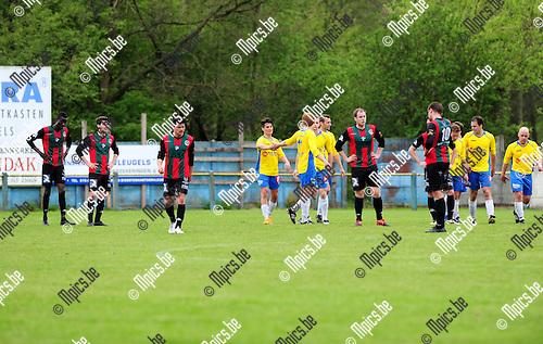 2015-04-26 / Voetbal / seizoen 2014-2015 / Schriek - Groen Rood Katelijne / svbo / Schriek viert de 1-0 tegen GR Katelijne<br /><br />Foto: Mpics.be