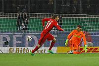 Branimir Hrgota (Eintracht Frankfurt) tritt an gegen Ex-Teamkollegen Torwart Yann Sommer (Borussia Mönchengladbach) zum entscheidenden Elfmeter zum 6:7- 25.04.2017: Borussia Moenchengladbach vs. Eintracht Frankfurt, DFB-Pokal Halbfinale, Borussia Park