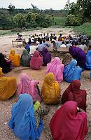 INDIA Dhar, Adivasi in village / INDIEN Madhya Pradesh, Adivasi, die indischen Ureinwohner, in einem Dorf in der Region Dha